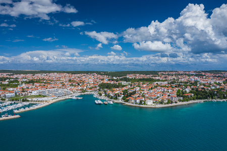 Aerial view of city of Zadar. Summer time in Dalmatia region of Croatia. Coastline and turquoise water and blue sky with clouds. Photo made by drone from above. 版權商用圖片