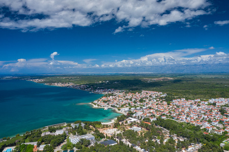 Aerial view of city of Zadar. Summer time in Dalmatia region of Croatia. Coastline and turquoise water and blue sky with clouds. Photo made by drone from above. Stockfoto