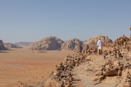 Bedouin and Panoramic view of the Red Desert in Wadi Rum, Jordan, Middle East. Standard-Bild - 124316575