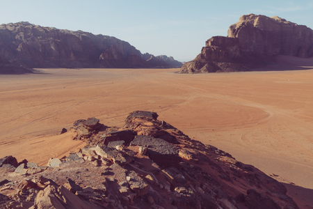 Panoramic view of the Wadi Rum desert, Jordan. Blue sky at summer time. Standard-Bild - 124316578