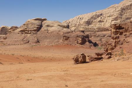 Panoramic view of the Wadi Rum desert, Jordan. Blue sky at summer time. Standard-Bild - 124316587