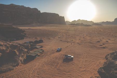 Bedouin's car jeeps and tourists, Wadi Rum desert in Jordan, Middle East. Standard-Bild - 124316595