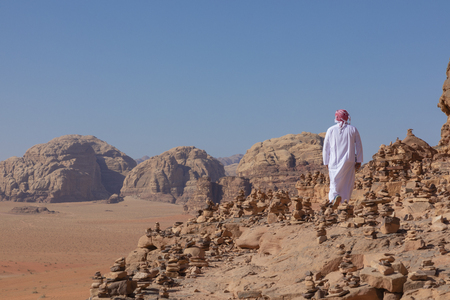 Bedouin and Panoramic view of the Red Desert in Wadi Rum, Jordan, Middle East. Standard-Bild - 124316436