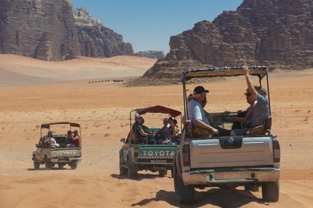 Bedouin's car jeeps and tourists, Wadi Rum desert in Jordan, Middle East. Standard-Bild - 124336860