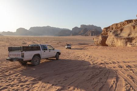 Bedouin's car jeeps and tourists, Wadi Rum desert in Jordan, Middle East. Standard-Bild - 124336866