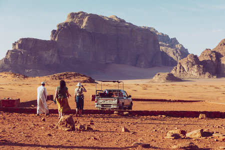 Bedouin's car jeeps and tourists, Wadi Rum desert in Jordan, Middle East. Standard-Bild - 124336870