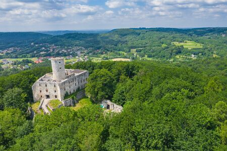 BABICE, POLAND - JUNE 28, 2019: Aerial view of Lipowiec castle.. Historic castle Lipowiec and antique building museum. The ruins of the top of the mountain. Summer time. Publikacyjne