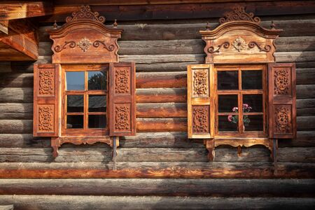 Traditional Siberian wooden house in the Taltsy Architectural-Ethnographic Museum. 免版税图像