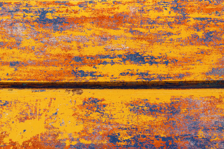 fleck: Multicolored paintings on boards. Burt wooden boat, the remains of multiple painting, boat with different colors. Different colors of paint on an old boat.