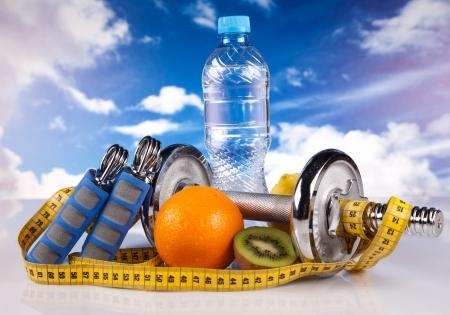 mancuernas de acero de fitness y frutas