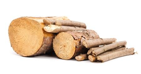 Cut logs Hernieuwbare energie geïsoleerd op wit