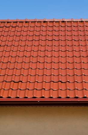 trussing: red roof with blue sky