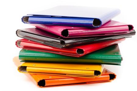kleurrijke office folders op wit wordt geïsoleerd Stockfoto