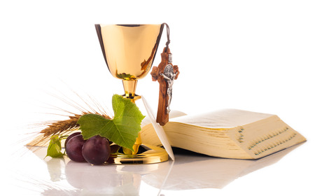 holy communion chalice isolated on white Stockfoto