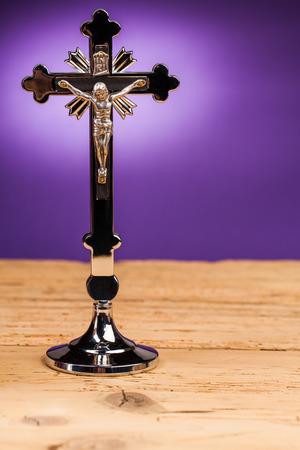 kruzifix: Kruzifix auf dem Tisch