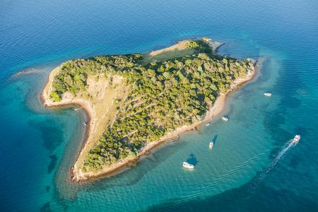 luchtfoto van de kust eiland Rab in Kroatië Stockfoto