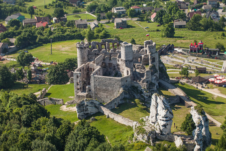 ogrodzieniec: POLAND, OGRODZIENIEC CASTLE - JUNE 07, 2014: Aerial view of ogrodzieniec castle in Poland