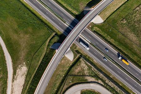 tree top view: vue aérienne de la route en Pologne