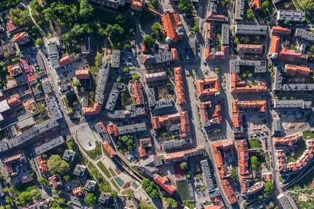 cenital: vista aérea de la ciudad de Olesnica en Polonia