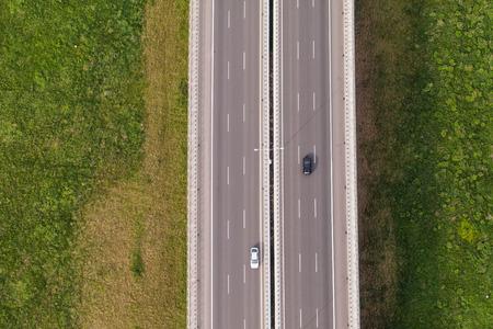 aerial: vista aérea de la autopista en Polonia
