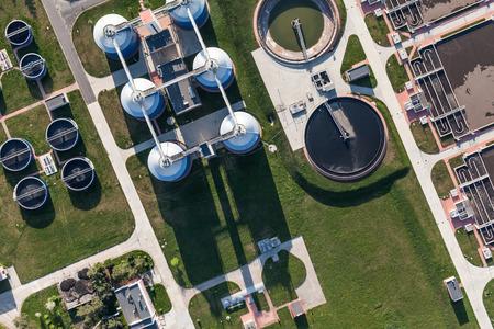 Luftbild der Kläranlage in der Stadt Breslau in Polen Standard-Bild