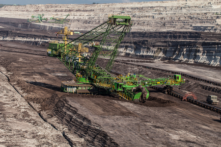 carbone: veduta aerea di miniera di carbone in Polonia