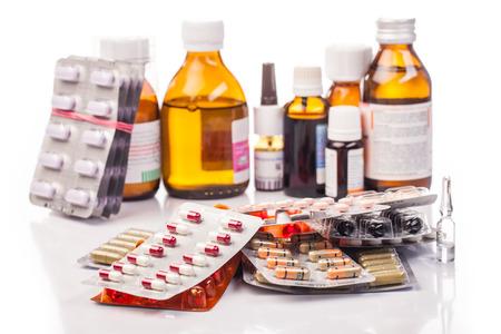 medicamentos y drogas aislados en blanco