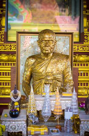 Monk Statue im buddhistischen Tempel Standard-Bild - 34287858