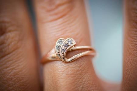 anillo de compromiso: anillo de compromiso de diamante brillante