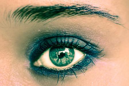 eye green: Verde maquillaje de ojos. Ojos hermosos maquillaje. Macro Foto de archivo