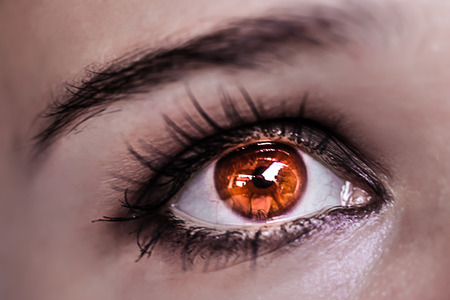 Rote-Augen-Make-up. Schöne Augen Make-up. Makro