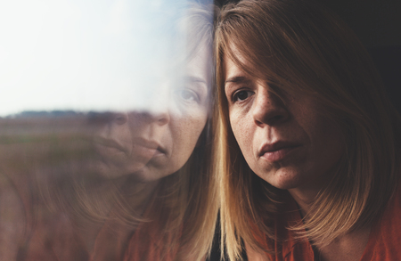 혼자 기차와 슬픈에서 여자