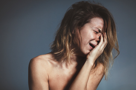 젊은 여자 슬픈 울고 스톡 콘텐츠