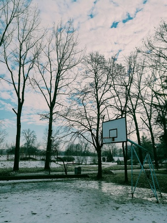 Empty basketball court in the winter time Archivio Fotografico