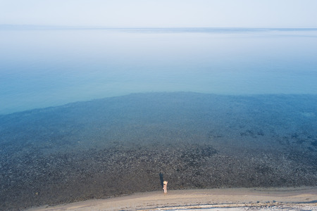 Aerial view of the woman looking at the sea Zdjęcie Seryjne