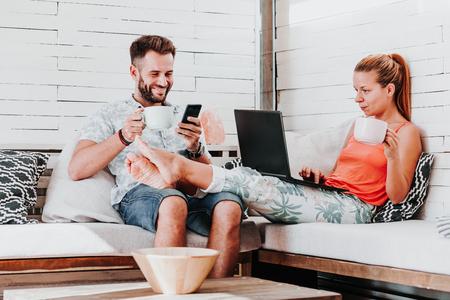Couple relaxing in the living room Zdjęcie Seryjne