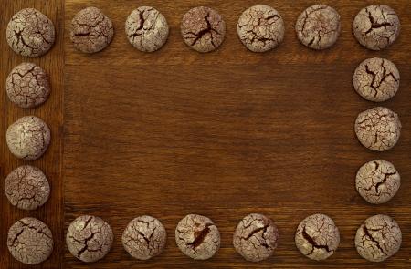 Chocolate cookies Rahmen auf Holzbrett