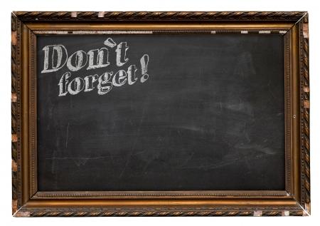 Alte gebrochene h�lzerne Bilderrahmen Tafel Blackboard `t vergessen! isoliert auf wei�em Hintergrund