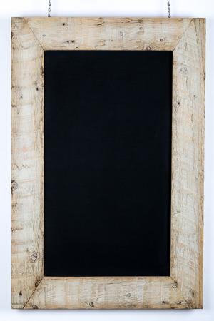 marco madera: Pizarra pizarra restaurante de diseño del menú de la vendimia en el marco de madera recuperada pintado sobre fondo blanco con espacio de copia