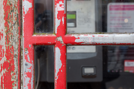 cabina telefonica: Detail of old red English phone booth box United Kingdom