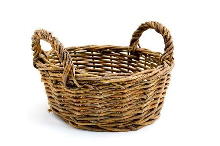 canastas con frutas: Una cesta vac�a sobre fondo blanco