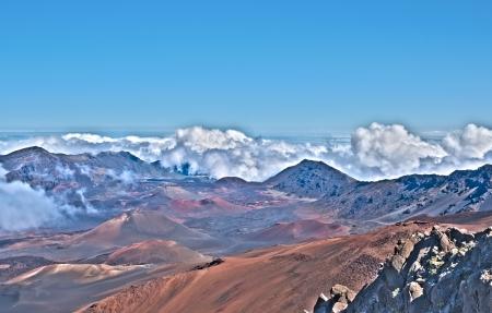 Haleakala Vulkan-Krater und Maui Hawaii zeigt surrealistische Oberfläche mit Bergen, Lava-Röhren, Felsen. HDR-Bild insgesamt fünf Bilder zusammengestellt und verarbeitet Standard-Bild