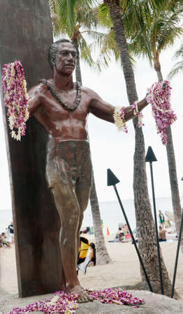 Honolulu,Waikiki Beach: Statue of Duke Kahanamoku, a renowned surfer, Olympic gold medalist and former sheriff of Honolulu, sculpted by Jan Gordon in 1990.