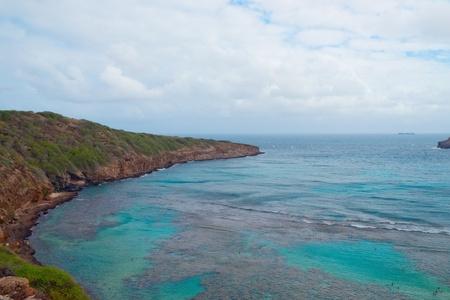하나 우마 베이, 오아후, 하와이의 전망. 하나 우마 베이는 화산 원뿔 내에 형성 및 오아후 섬의 남동쪽 해안을 따라 자리 잡고 있습니다. 그것은 보호  스톡 콘텐츠