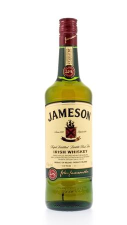 distilled: Kitchener, Canada - December31 2012 Una bottiglia di wiskey irlandese James Jameson Whiskey � ora distillato a Cork ed � la pi� grande vendita di Irish Whiskey nel mondo
