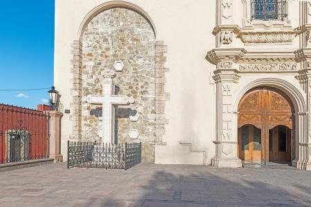 san miguel arcangel: La fachada de Catedral de Santiago de Saltillo, México
