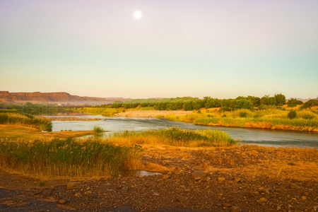 Scenic sunset view at the Orange river in Noordoewer in Namibia at Felix Unite Camp on May 2, 2015 版權商用圖片
