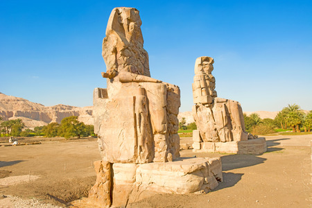 egyptology: Giant stone statues of Pharaoh Amenhotep III near the Valley of the Kings, Luxor, Egypt Stock Photo