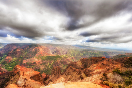 climas: Panoramic view at the Waimea Canyon on Kauai island of  Hawaii. It is called the Grand Canyon of the Pacific.