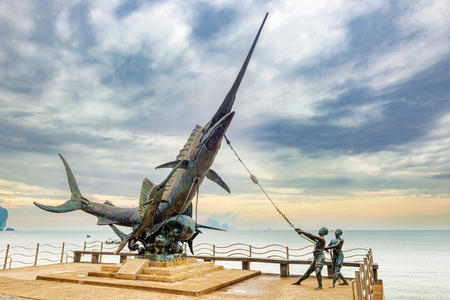 Ao Nang, Thailand – December 3, 2017: Swordfish monument on the waterfront at the main beach in Ao Nang, Krabi, Thailand 新聞圖片